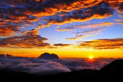 Rasarit de soare in Maui, insula din arhipelagul Hawaii, de unde vine Ho'oponopono Foto: M-Pics, freedigitalphotos.net